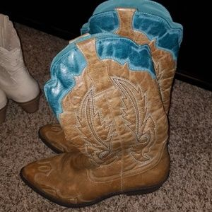 Coconuts detailed boots.